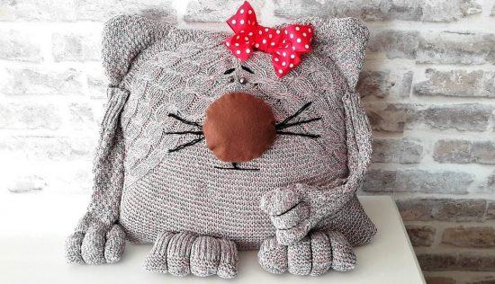 Игрушка-подушка из свитера