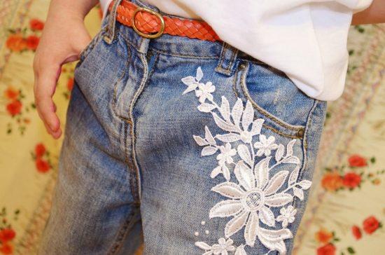 Кружевные заплатки на джинсах