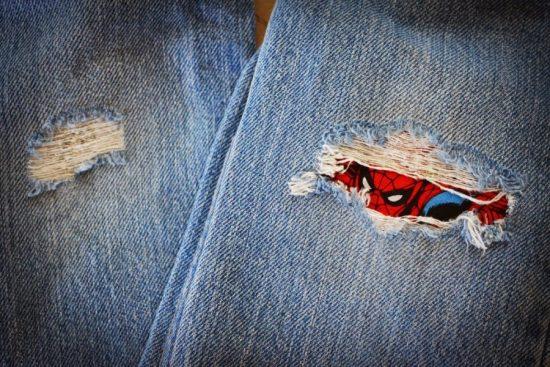 Креативные заплатки на джинсах
