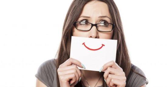 Девушка «улыбается»