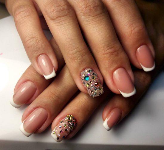 Дизайн ногтей с бульонками