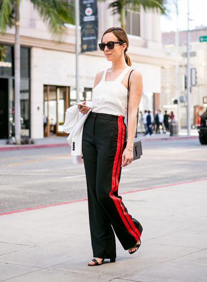 Стильный образ с брюками с лампасами