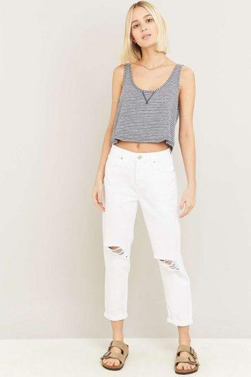 С чем носить джинсы с прорезями на коленях