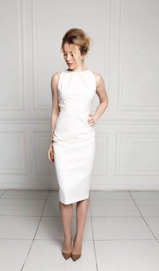 Белое платье-футляр