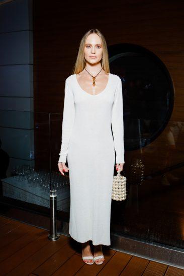 Глюкоза в белом платье