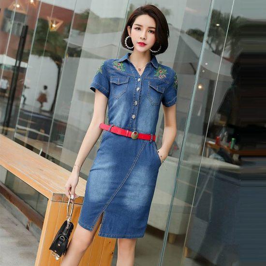 Джинсовое платье с вышивкой из бисера