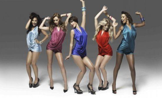 Пять девушек снимаются в клипе