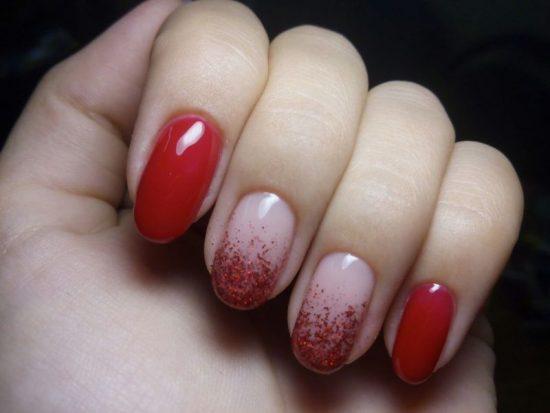 Красно-белый градиент на ногтях