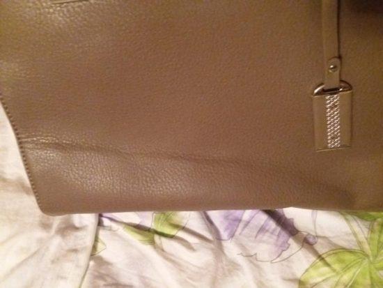 Складка на кожаной сумке
