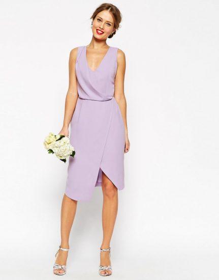 Девушка в сиреневом платье с букетом
