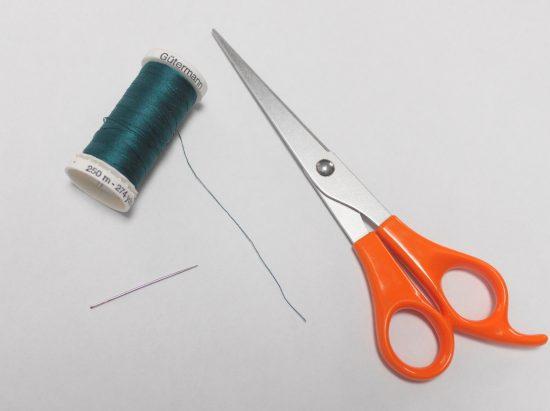 Ножницы, нитки и иголка