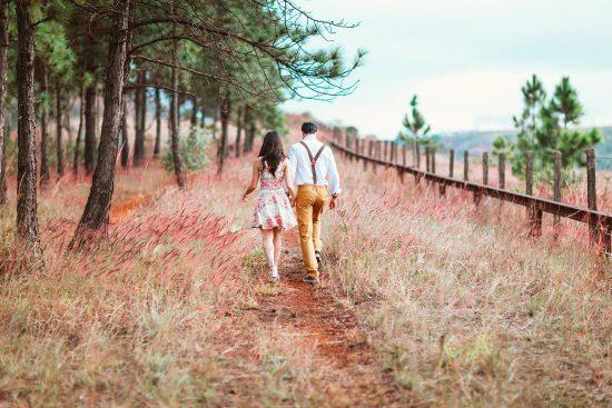 Пара гуляет