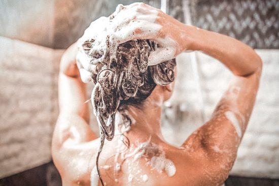 Нанесение шампуня