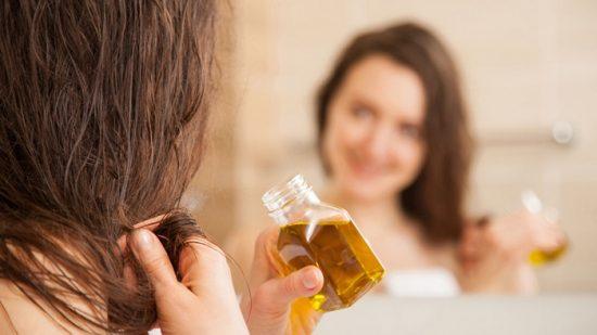Нанесение масла для волос