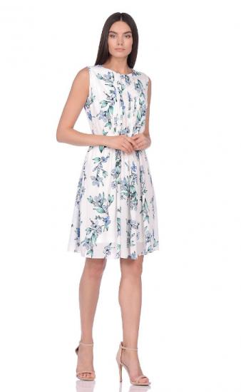 Девушка в платье от Zarina