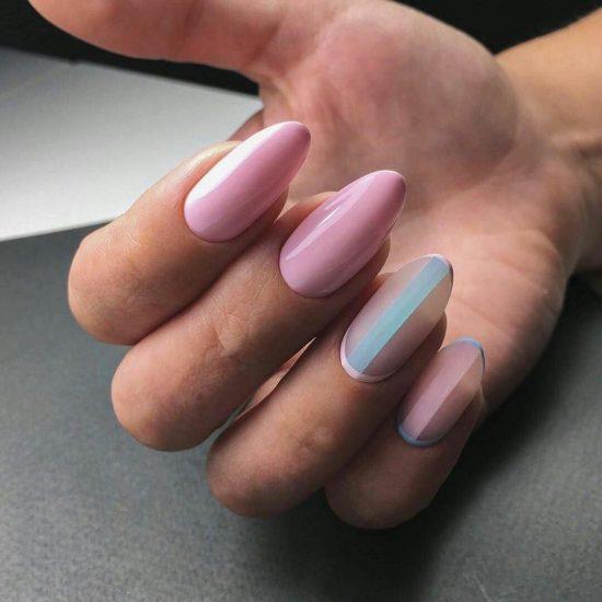 Полупрозрачный маникюр на нескольких пальцах