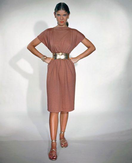 Розовое платье в стиле в 40-ых