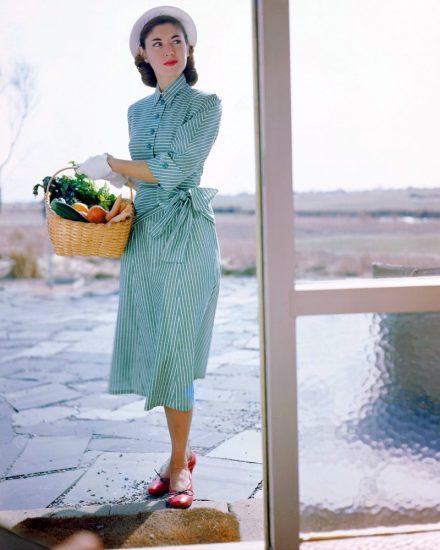 Платье в полоску в стиле 40-ых