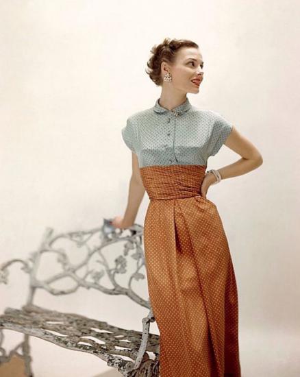 Платье в горошек в стиле 40-ых
