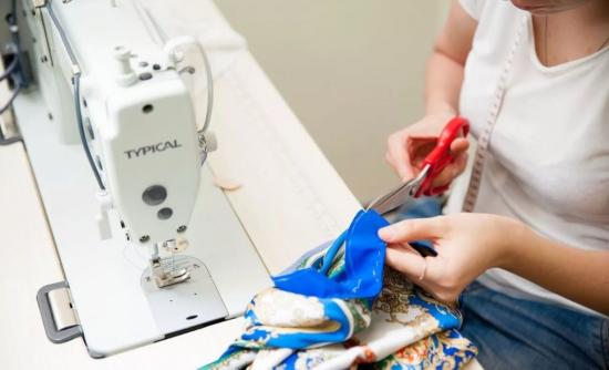 Пошив платья на машинке
