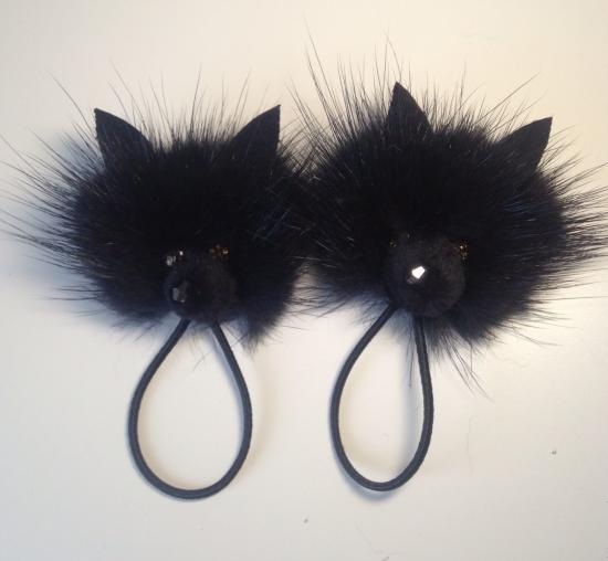 Резинки для волос из меховых помпонов