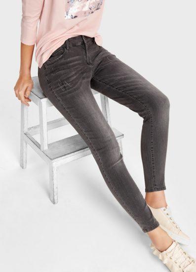 Образ с серыми джинсами