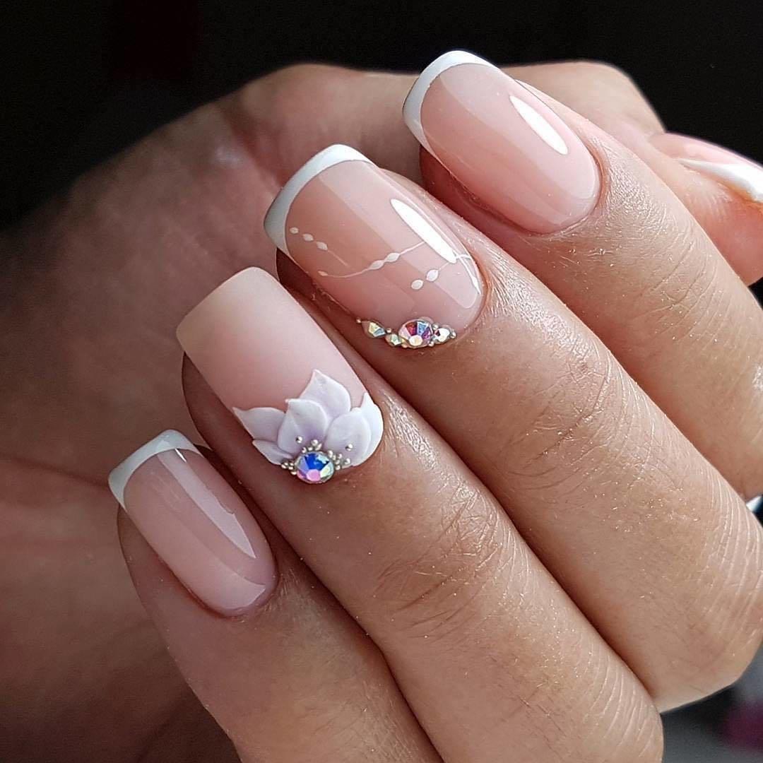 ещё фото френча на коротких ногтях с рисунком романтические