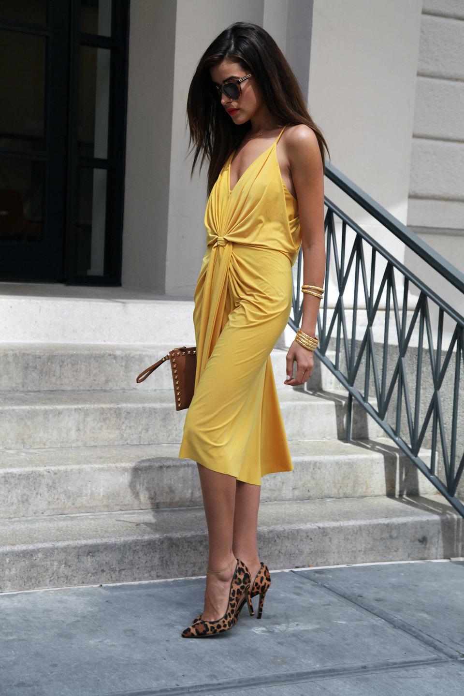 крайней мере, желтые платья как можно носить фото украсить помощью