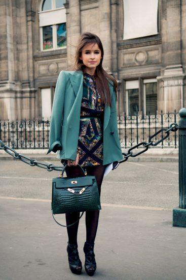 Платье с принтом в тон сумке