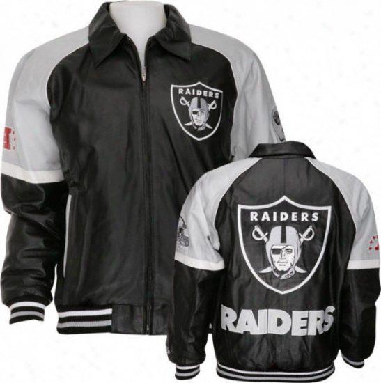Одежда бренда Raiders