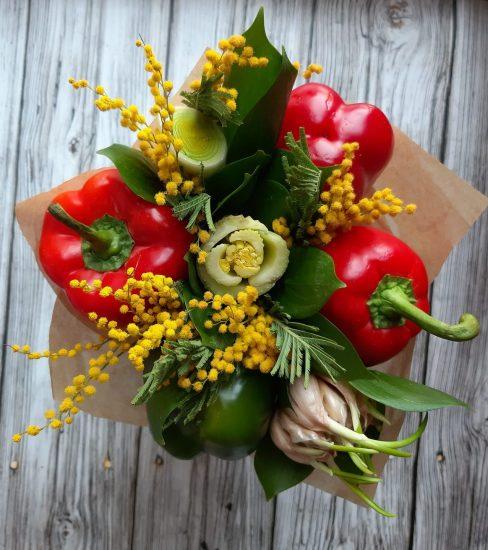Яркий букет из овощей