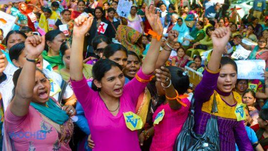 Массовое женское мероприятие в Индии — стране, где лучше не рождаться девочкой