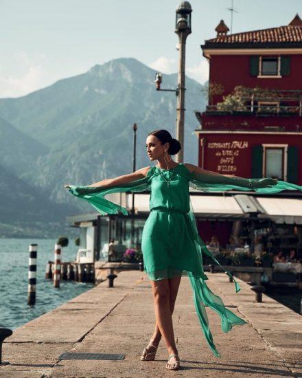 Лёгкое платье изумрудного цвета
