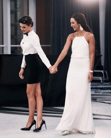 Скромное белое платье в греческом стиле
