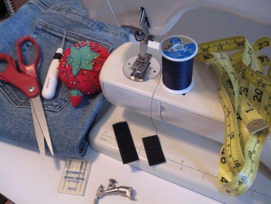 Машинка и принадлежности для шитья