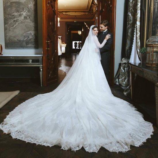 Галина Юдашкина в свадебном платье
