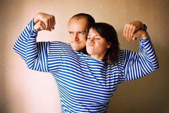Муж с женой в одной тельняшке