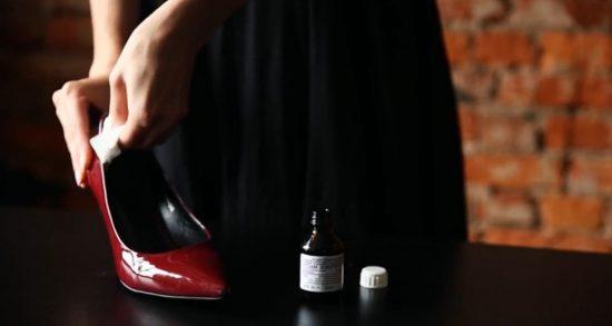 Обработка обуви маслом