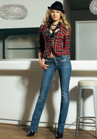 Лук с джинсами