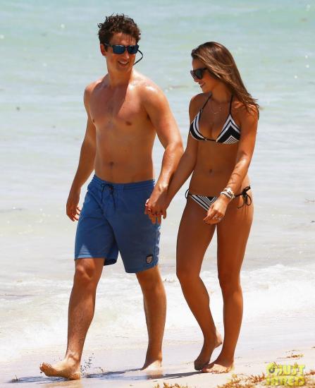 Келли и Майлз на пляже