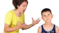Родитель кричит на ребёнка