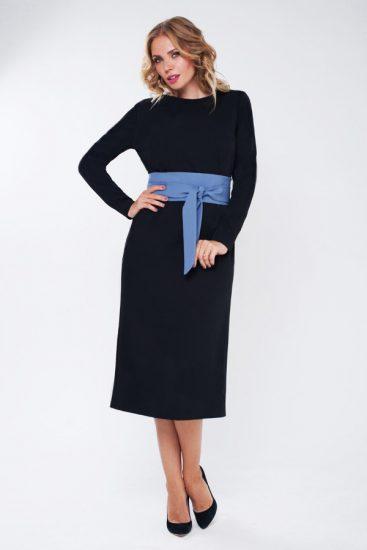 Чёрное платье с синим поясом