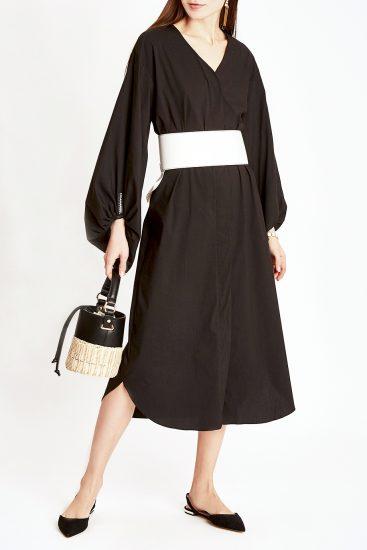 Чёрнон платье с белым поясом