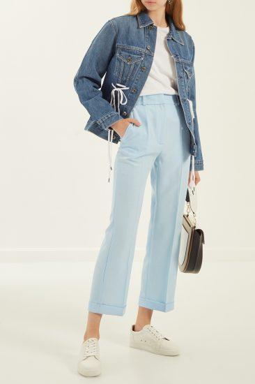 Девушка в брюках и джинсовке