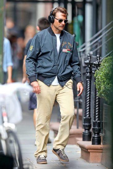 Брэдли Купер на прогулке