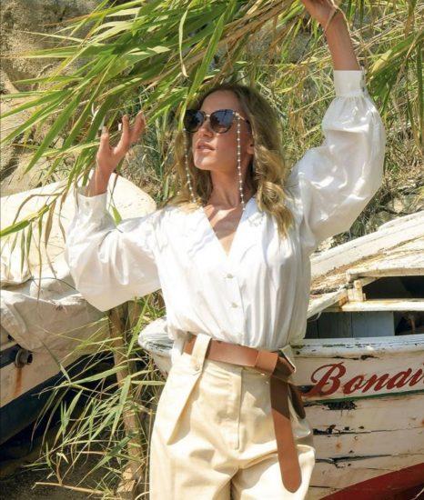 Юлия в белой рубашке