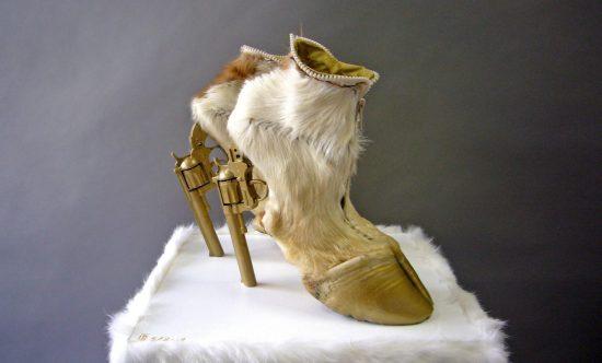 Туфли-копыта с каблуком-револьвером