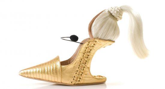 Туфли с париком