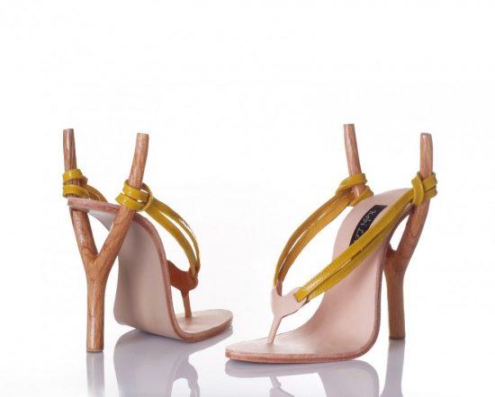 Туфли с каблуками в виде рогаток
