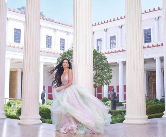 Деми Мур в мятно-розовом платье